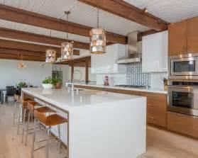 glasfliesen küche mid century küche mit rückwand aus glasfliesen ideen bilder