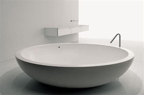 si e baignoire personnes ag s comment installer une baignoire ronde ou ovale