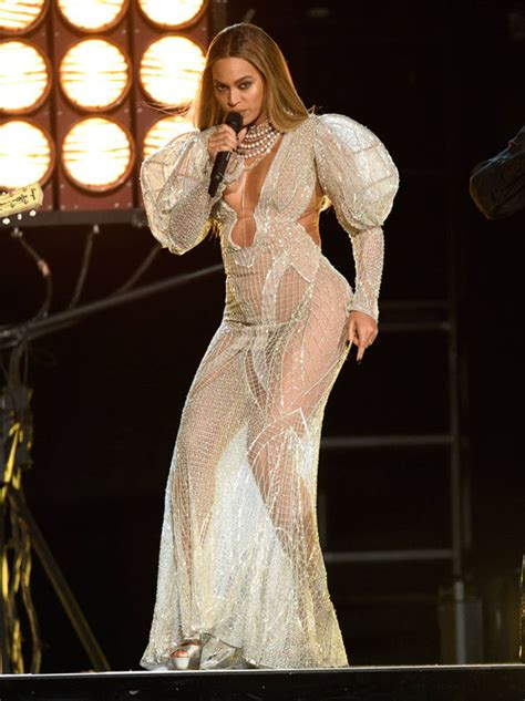 viewers slam disgraceful country  awards  beyonce