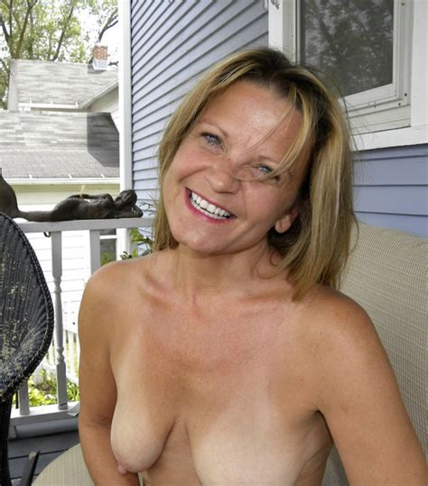 1iuqp1343831436  In Gallery Hot American Milf Gilf Great Legs 3 Picture 1 Uploaded By