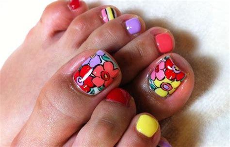 Decoración de uñas de los pies sencillas. Diseños para uñas de los pies, diseño para uñas delos pies flores. #uñasbonitas #acrylicnails # ...