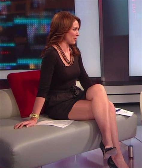 brooke baldwin legs  cnn sexy leg cross news babes