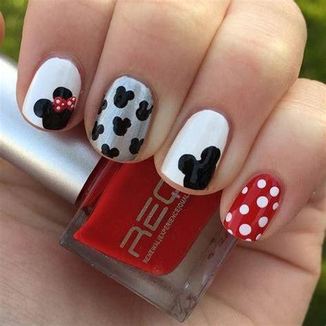 Die Besten 17 Ideen Zu Mickey Mouse Nägel Auf Pinterest
