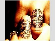 Tatouage Croix Doigt Femme Tattoo Art