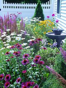 Cottage-Style Landscapes and Gardens DIY