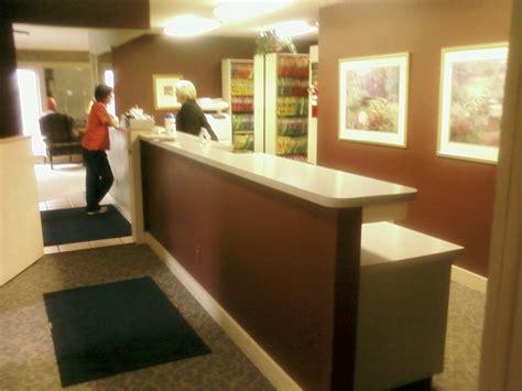 bureau reception office reception desk design ideas easy home decorating