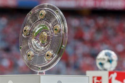 In spanish football, the trofeo pichichi is awarded by the sports newspaper marca to the top goalscorer of each la liga season. 2. Bundesliga Trophy - Sticker 3 Meisterschale 2 Bundesliga Topps German Football Bundesliga ...