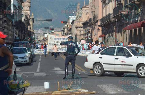 Estudiantes marchan en Morelia por el