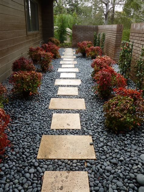 25 creative landscape ideas for small side yard izvipi