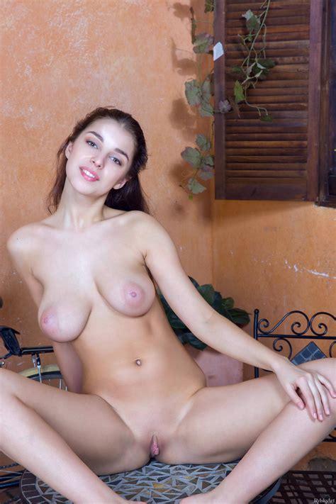 Busty Teen Girl Evita Lima Flaunting Sexy Nude Body