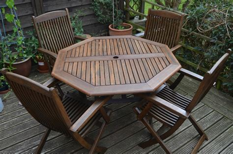 reviving garden furniture  sadolin growing family