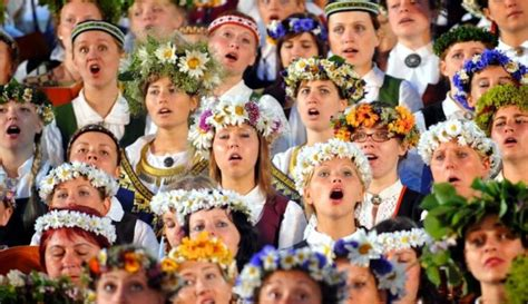 Dziesmu un Deju svētki tikai Latvijā? - DELFI