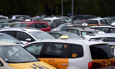 Visticamāk, daļa pasažieru komercpārvadājumu ar vieglo transportlīdzekli tiek veikti nelegāli ...