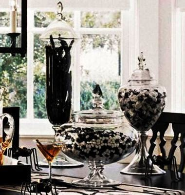 black white decorating ideas  halloween party table