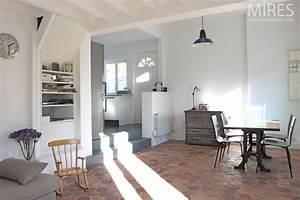 Murs blancs gris tomettes pinterest decoration for Decoration maison avec tomettes