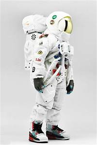 Astronaut Figures - Pics about space