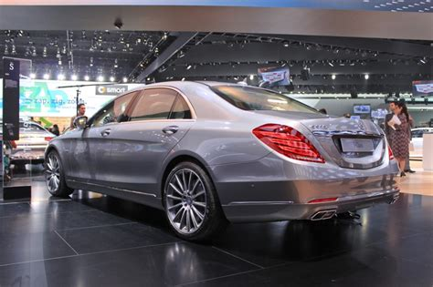 Both of these cars feature punchy engines, comfortable rides, roomy seating, and many of the same safety features. 2015 Mercedes-Benz S600 Brings V-12 Power To Detroit
