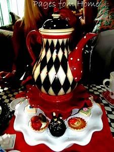 Teekanne Alice Im Wunderland : die besten 25 alice im wunderland teekanne ideen auf pinterest verr ckter hutmacher h te ~ Orissabook.com Haus und Dekorationen