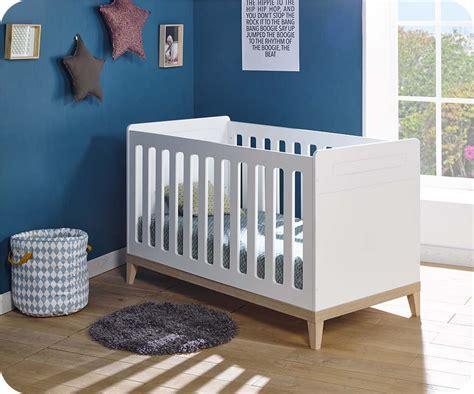 chambre bébé bois chambre bébé complète riga blanche et bois