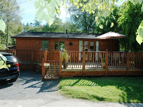 lake windermere log cabins with tubs e5450 log cabin with tub on shores of lake