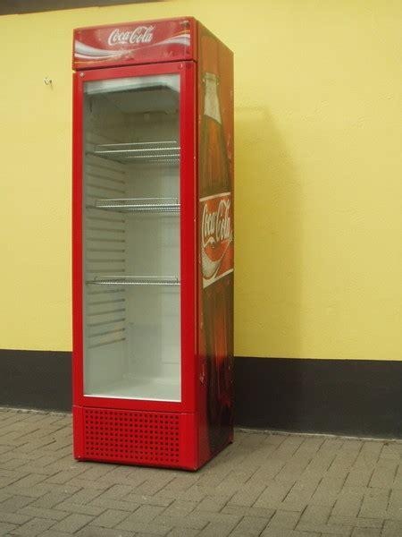 coca cola kühlschrank groß k 252 hlschrank coca cola xl delores curry