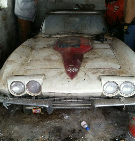 detroit auto show turns   corvette barn find