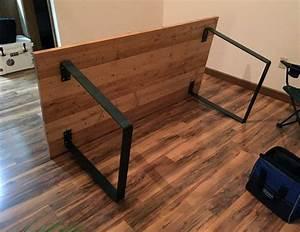 des pieds en metal quelques planches de coffrage et With meuble en planche de coffrage