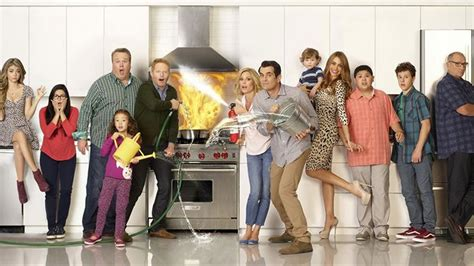 the cast of modern family 2015 sag award nominations list modern family leads all nominees screener