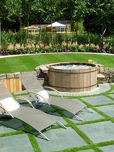 48 awesome garden hot tub designs digsdigs With whirlpool garten mit kunst bonsai shop