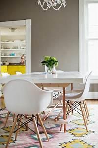 tapis salle a manger 50 idees pour choisir la forme With meuble de salle a manger avec tapis rose scandinave