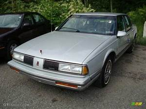 1988 Oldsmobile Delta 88 - Information And Photos