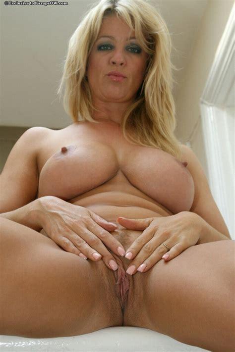 Blonde Thumb