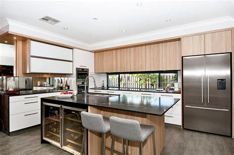 clean kitchen cabinets neat and clean kitchen design completehome