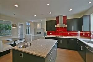 cuisine grise et rouge associations harmonieuses en 48 idees With kitchen cabinets lowes with papier peint briques rouges