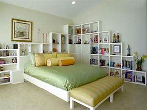 44 smart bedroom storage ideas digsdigs for Bedroom shelving ideas