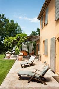 Mas typiquement provencal mediterraneen terrasse et for Exceptional voilage exterieur pour terrasse 11 deco maison provence