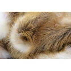 Couverture Fausse Fourrure : couverture en fausse fourrure jeune renard roux fabriqu e en france ~ Teatrodelosmanantiales.com Idées de Décoration