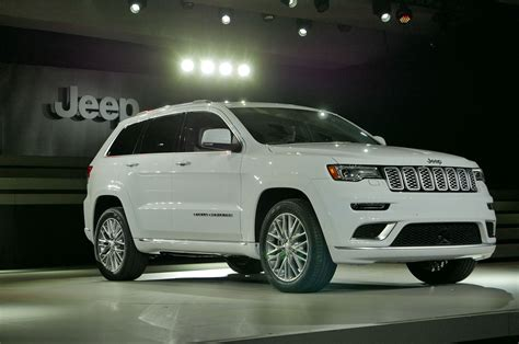 jeep grand cherokee adds trailhawk updates summit