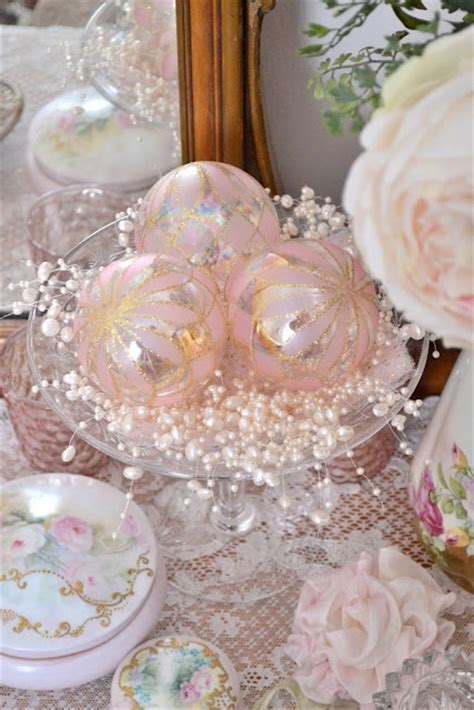 glamorous pastel christmas decor ideas digsdigs