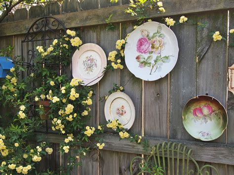 garden fence decor ideas  bring whimsy   dull