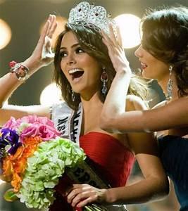 Photo Miss Univers 2010 Reoit Son Diadme