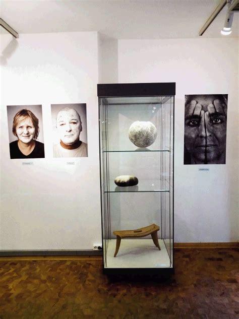 Dela s simpozija V-oglje in slovenska keramika v ...