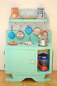 Diy une cuisine enfant en bois a fabriquer a partir de for Fabriquer cuisine bois enfant