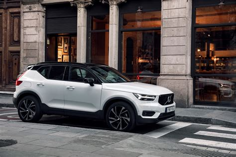 volvo xc   design crystal white lifestyle driving