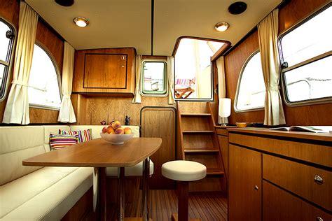 linssen yachting interieur mobiliar yachtcharter in l 252 beck motorboot charter