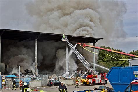 Großbrand in Langenau: Brand bei Schrotthändler: Schaden ...