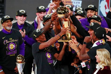 Lakers honor 'big brother' Kobe Bryant with championship