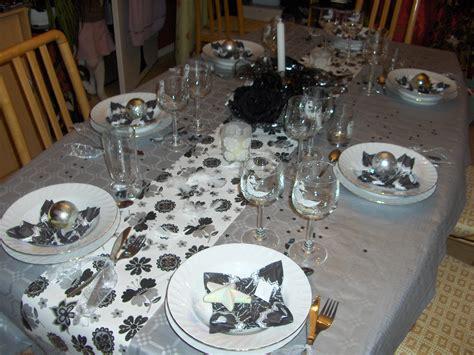 tinky brode 187 d 233 co de table argent et noir pour un r 233 veillon 233 tincelant