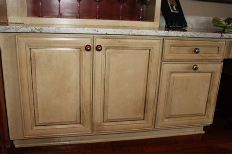 glaze oak kitchen cabinets kitchen cabinets with glaze finishes glazed lines 3832