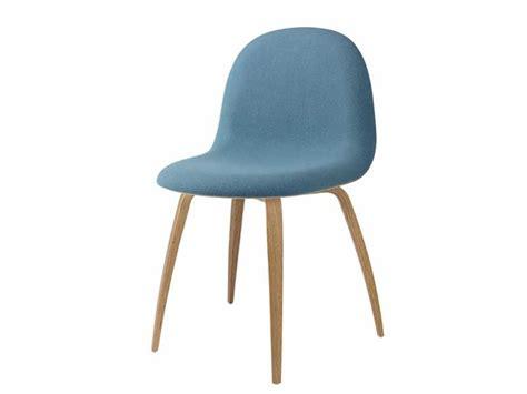 chaise gubi chair en bois et tissu bleu